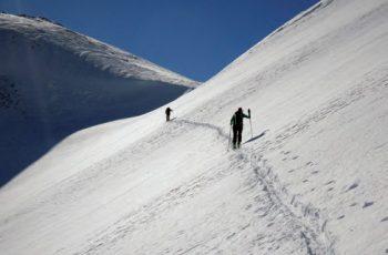 Manteniendo distancia de seguridad entre esquiadores. Jorge García-Dihinx