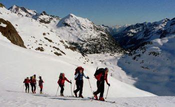 Grupo esquí de montaña