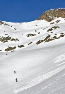 Montaña invernal y aludes